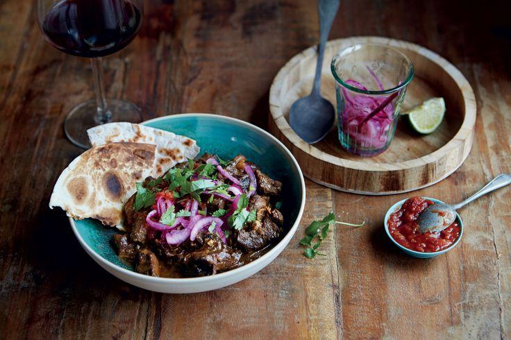 En härligt het och mustig gryta med mör högrev som smälter i munnen och tre sorters chili!