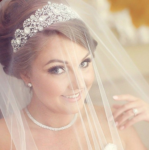 So classic and elegant! Gentiana wearing her regal bridal headpiece  with blusher veil | photo - Adriatic Studio