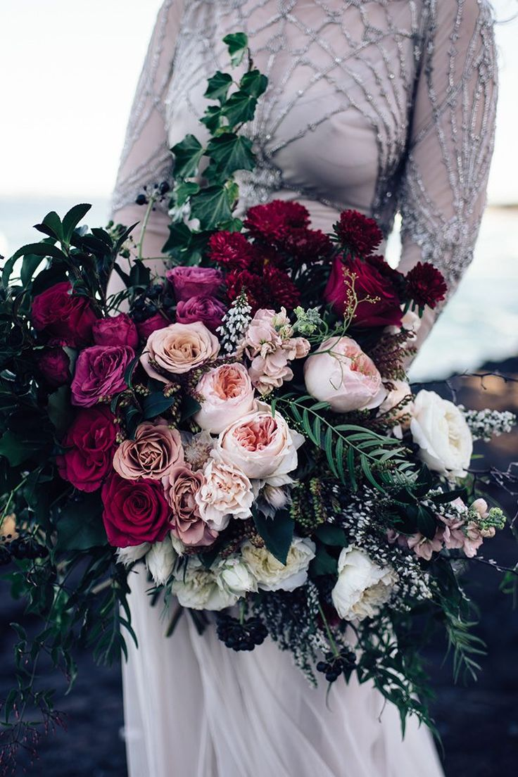 Romantic pink and burgundy rose wedding bouquet | Peppermint Photography