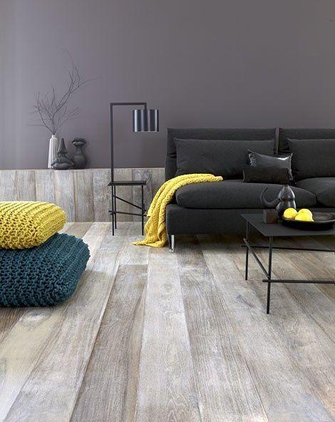 Magnifique parquet grisé / j'aime aussi l'idée de la remontée du parquet sur le petit muret #grey #parquet