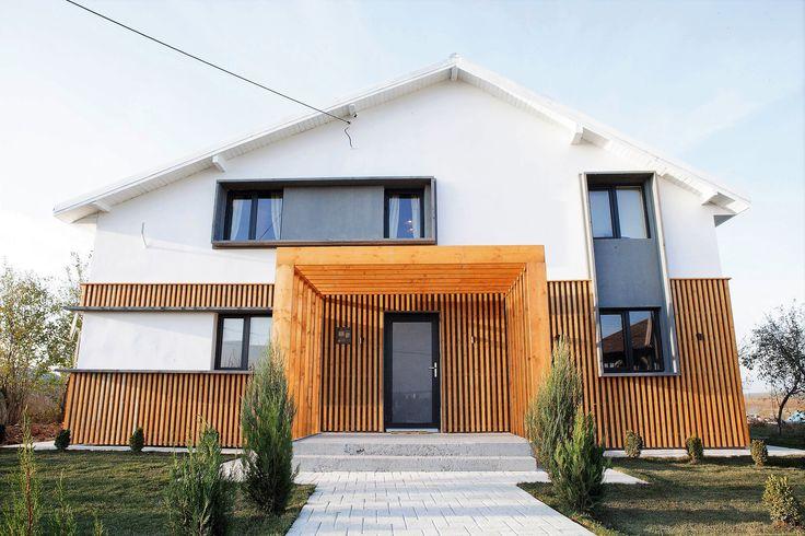 Aleea care ne conduce pasii spre intrarea in casa este luminoasa si ospitaliera. Pavajul premium Umbra, culoare alb - crem, este vedeta.