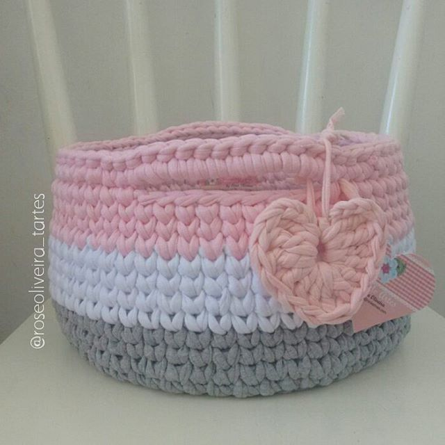 Boa tarde gente! Estou aqui embalando os cestos para enviar ainda essa semana e resolvi tirar novas fotos de alguns fofura master #cestos #crochet #basket #fiodemalha #trapillo #totora