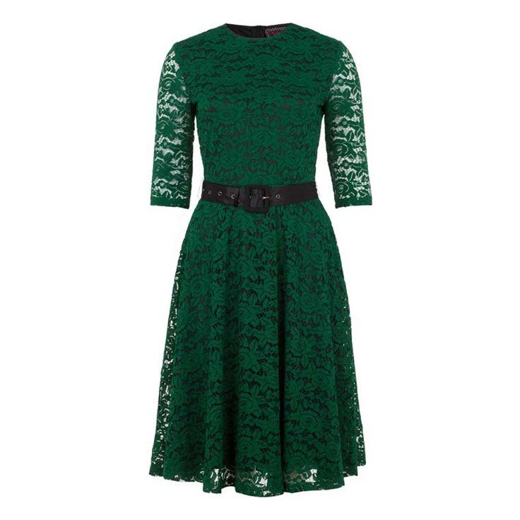 Jawbreaker. Deze prachtige groene kanten jurk is perfect voor elke gelegenheid! De jurk wordt geleverd met een afneembare riem.