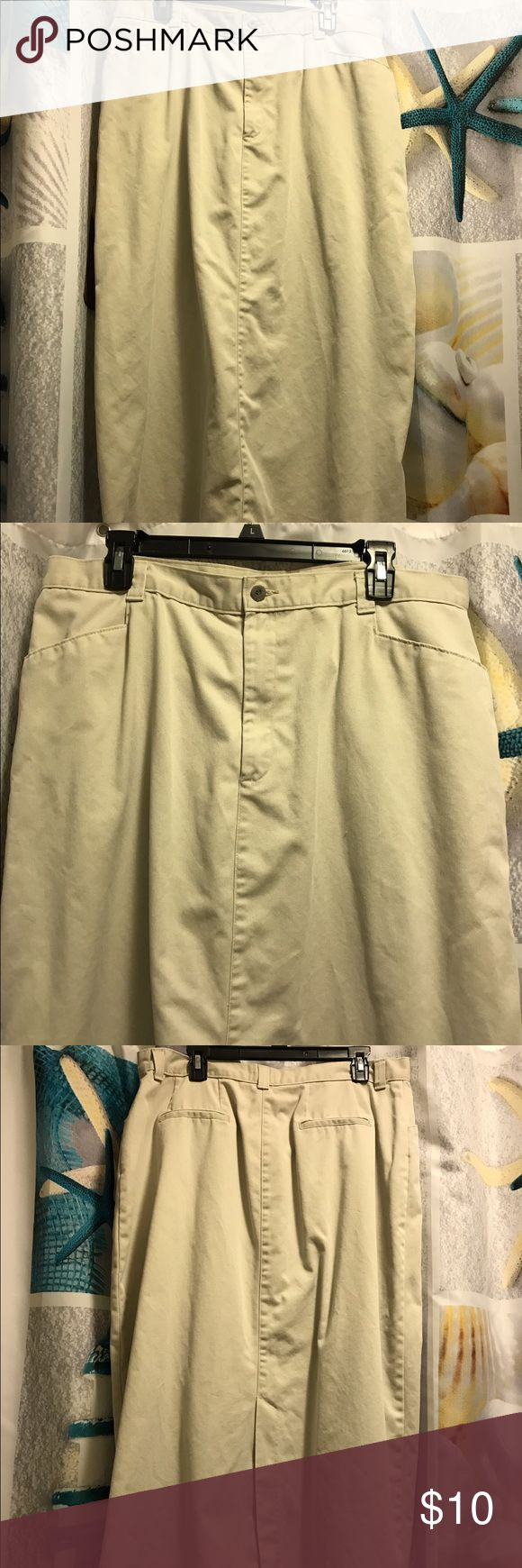 Lee Casuals Tan Khaki Maxi Skirt size 20 Back Slit Lee Casuals women's light tan Khaki long maxi skirt is size 20 and has a back slit. Skirt has belt loops, 3 front pockets and closes with a button and zipper. Skirt appears to have back pockets but doesn't. Tag is hard to read because of washings. Lee Skirts Maxi