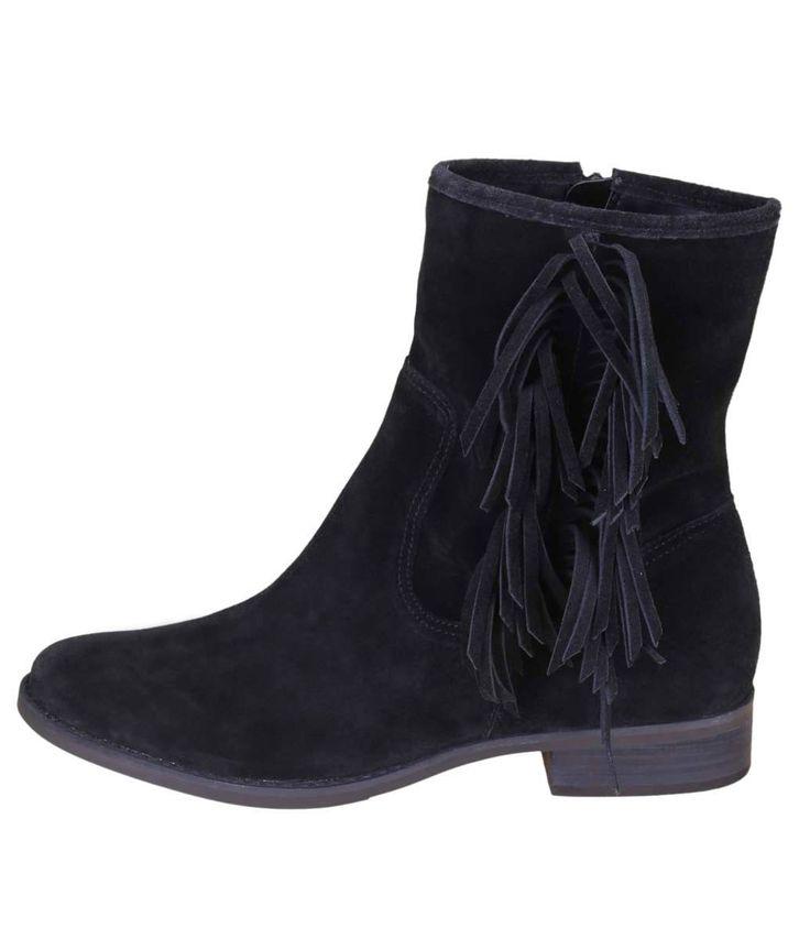 Bota feminina      Material: camurça      Com franjas na lateral      Marca: Satinato      Cano curto              Veja mais opções de   botas femininas.               COLEÇÃO INVERNO 2015              Sobre a Satinato     A Satinato possui uma coleção de sapatos, bolsas e acessórios cheios de tendências de moda. 90% dos seus produtos são em couro. A principal característica dos Sapatos Santinato são o conforto, moda e qualidade! Com diferentes opções e estilos de sapatos, bolsas e…