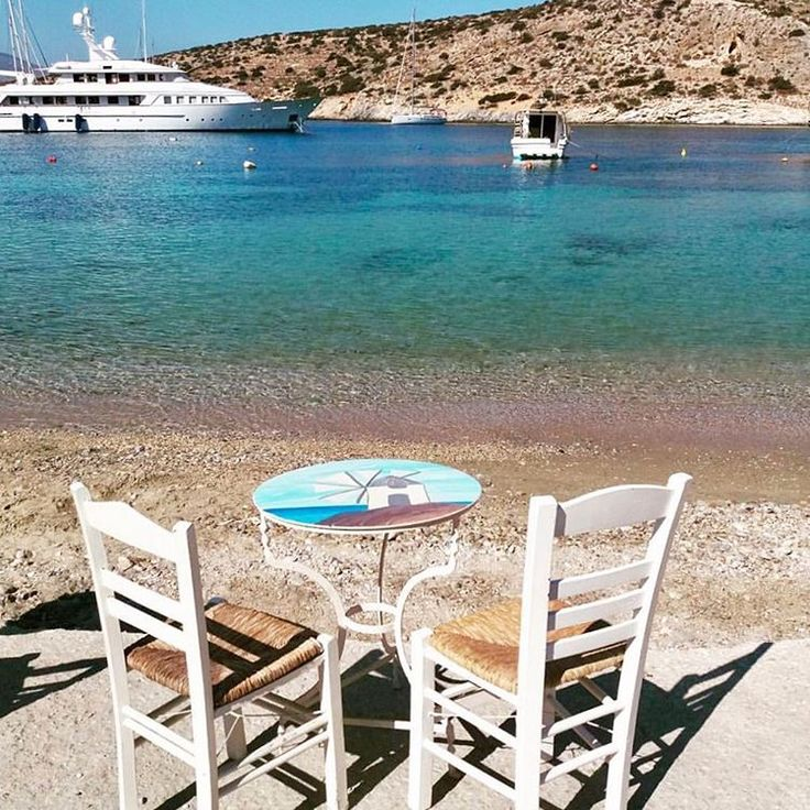 Schinoussa island (Σχοινούσα). The perfect spot to enjoy your refreshing drink !!