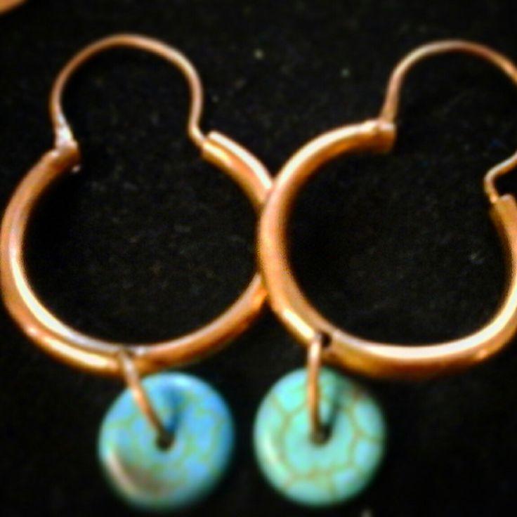Aros de cobre y turquesa, hechos 100 % a mano.