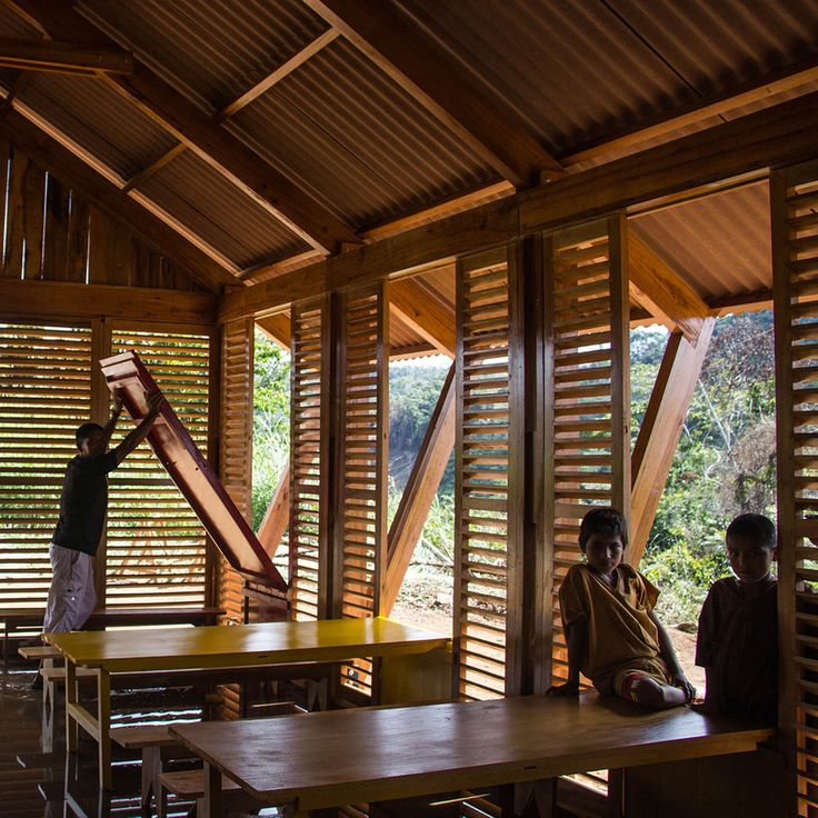 6 Community Architecture Projects in the Peruvian Jungle,Multifunctional Classroom Mazaronkiari. Image Courtesy of Marta Maccaglia, Paulo Afonso, Piers Blake
