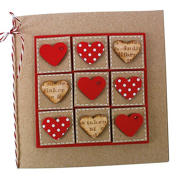 Kortti koristeltu kuviolävistäjän avulla leikatuilla sydämillä.