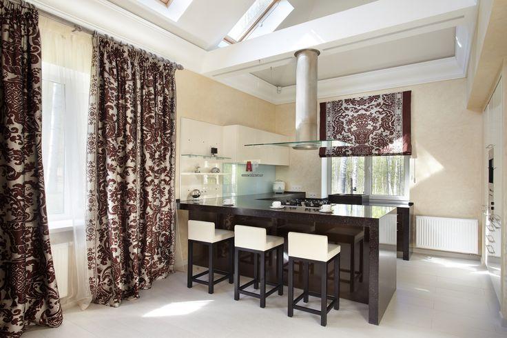 Фото интерьера столовой небольшого дома в современном стиле