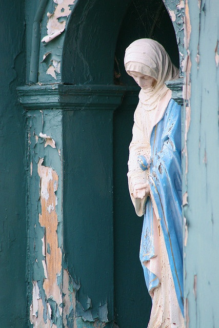 Statue of the Virgin Mary, Snowshill Manor and Garden, UK.