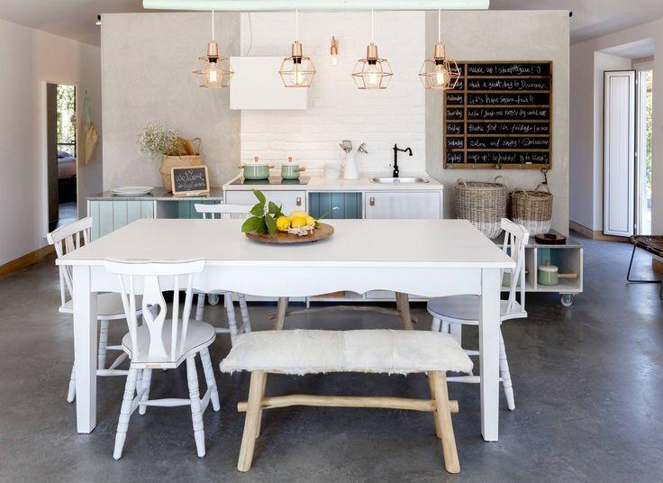 A Master Suite pode albergar até seis pessoas (uma cama e dois sofás-cama). Um espaço de cozinha com mesa de refeições, a sala de estar com lareira e o terraço privativo fazem deste quarto o refúgio perfeito para famílias grandes, grupos de amigos, ou para um casal enamorado.