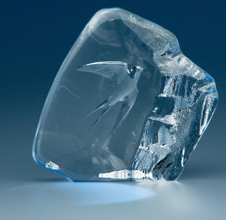 Mats Jonasson Sweden Crystal Art Glass Sculpture, Limited Edition -- Swallow.