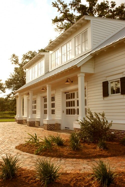 Gorgeous white exterior. All those windows! I never could persuade Hubby to let me do white siding on our house. *le sigh*