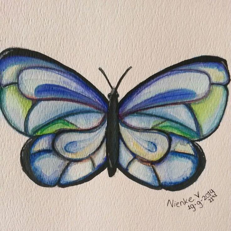 Vlinder met aquarel verf en potloden getekend.
