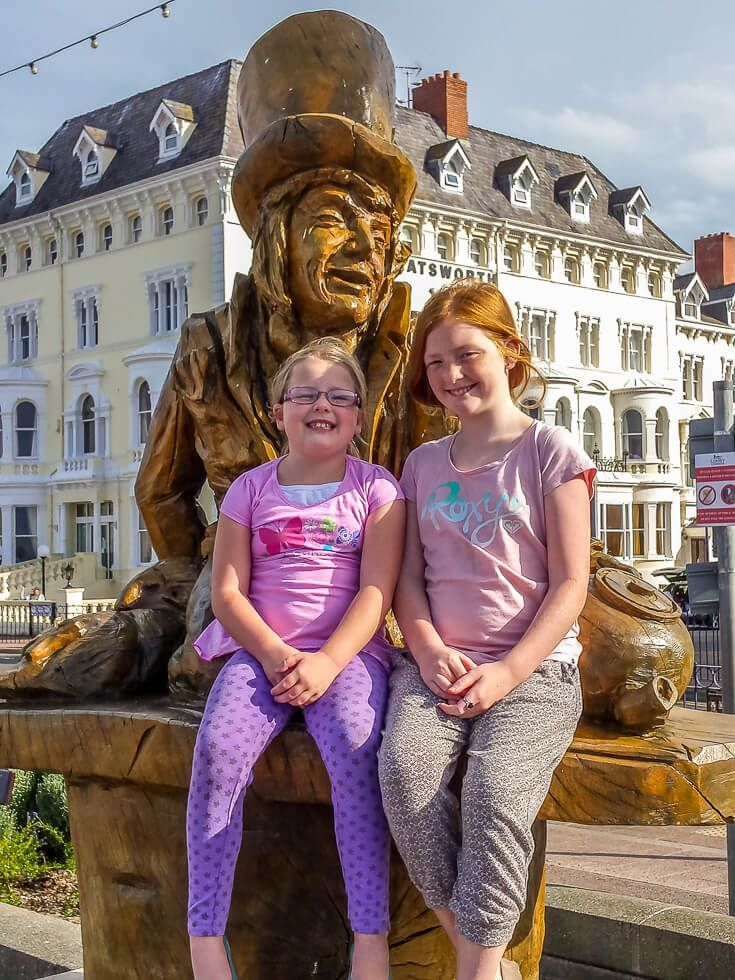 Have you heard of Llandudno? Its home to an Alice in Wonderland trail among many sites. This North Wales Victorian-era town is amazing. Take a step back in time in Llandudno #Llandudno #Conwy #Wales #Crymu Llandudno Wales | Llandudno Pier | Llandudno Alice in Wonderland | Llandudno attractions |