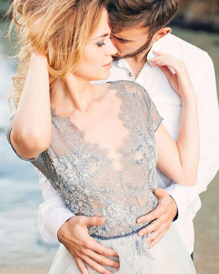 «Тот момент, когда рядом его сильные руки и дыхание - больше ничего не важно. Идеальный кадр из новой истории на weddywood.ru!  фотограф:…»