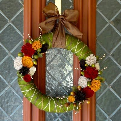 50 Amazing Fall Wreaths! I Heart Nap Time | I Heart Nap Time - Easy recipes, DIY crafts, Homemaking: Craft, Wreath Ideas, Lauren S Creative, Fall Wreaths, Yarn Wreath, Diy Fall, Felt Flowers