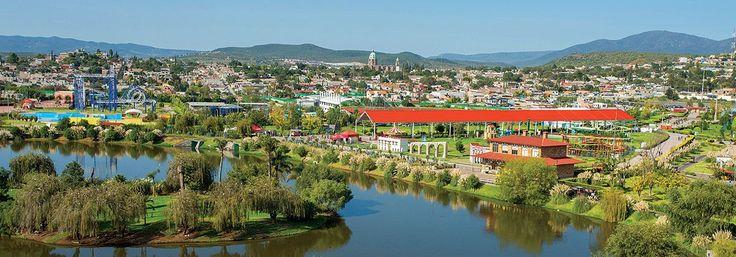 Ciudad+de+Querétaro,+ejemplo+de+arquitectura+colonial.+Ubicada+en+la+región+Centro+de+México,+Querétaro+ofrece+notables+ejemplos+de+arquitectura+colonial,+un+excelente+clima+soleado+y+la+más+deliciosa+oferta+gastronómica.+¡No+te+la+puedes+perder!