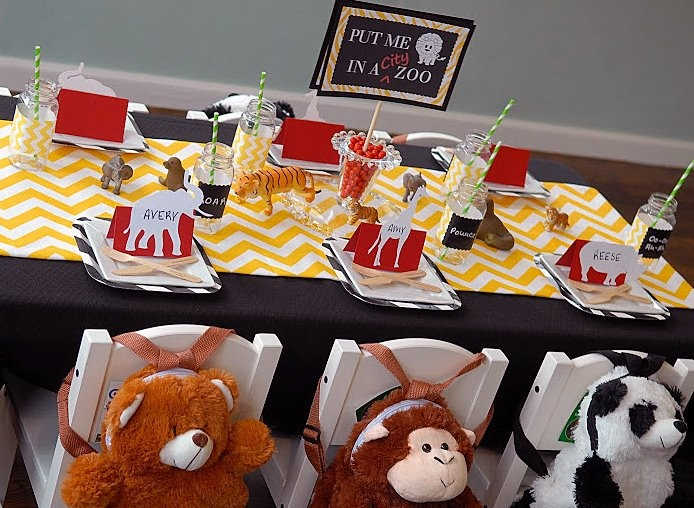 festas aniversario jardim zoologico maia:Zoo Party Candy Table