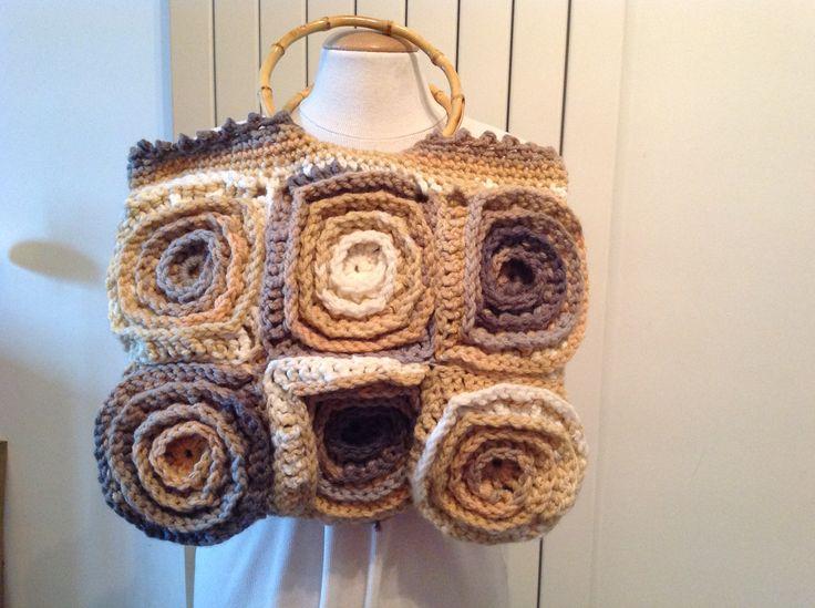 sac dame au crochet modèle unique de la boutique Tatafafa sur Etsy