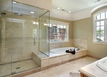 Wysokiej jakości zabudowy kabin szklanych, dają możliwość dostosowania do konkretnych projektów łazienek. Niezwykle eleganckie i funkcjonalne. Do wyboru różnego rodzaju półki, blaty, szklane okładziny ścian. W zależności od projektu stosuje się szkło bezbarwne, matowe, lakierowane lub laminowane.