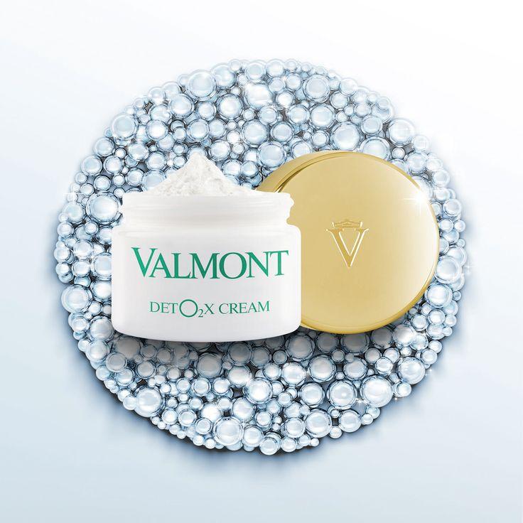 Подарите глоток воздуха Вашей коже! Эксперты швейцарской марки #Valmont нашли революционное решение для кожи, подверженной ежедневному стрессу – DETO2X Cream.   Уникальный кислородный комплекс Valmont насыщает клетки кожи кислородом и выводит CO2, накапливающийся в эпидермисе из-за негативного воздействия окружающей среды.   Более того, #DETO2X содержит стволовые клетки швейцарских яблок: они улучшают клеточный метаболизм и замедляют процесс старения кожи.