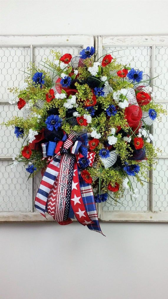 White House Christmas Decorations 2020 Scream This wreath just screams American Pride. What a Patriotic and