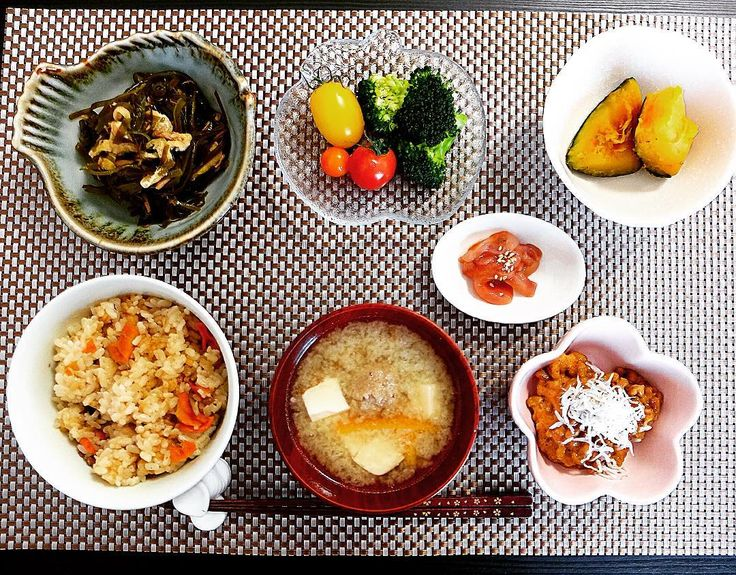 朝ごはん 鶏五目の炊き込みごはん 豆腐と肉団子の味噌汁 しらすキムチ納豆 塩辛 切り昆布の煮物 ブロッコリー ミニトマト かぼちゃの煮物  #朝食 #朝 #あさごはん #朝飯 #ごはん #おうちごはん #うちごはん #手料理 #和食 #暮らし #炊き込みごはん by snw4324