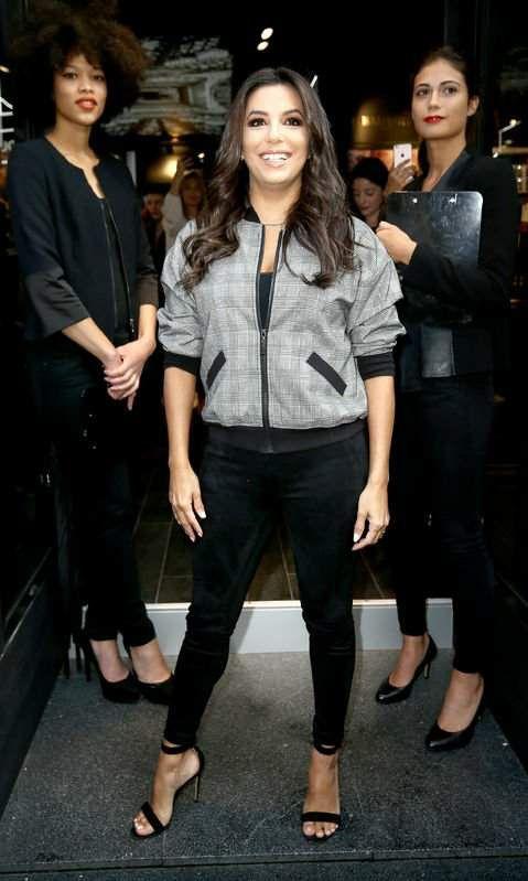 """Inauguration de la boutique paris... Nouvelle collection xbalmain... Elle est abillée de son leggin """"foxx leggings"""" noir... Les coiffeurs l'Oréals..."""