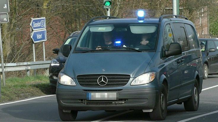 [SEK-Einsatz nach Machetenangriff] Polizeigroßeinsatz in Düsseldorf - Tä...