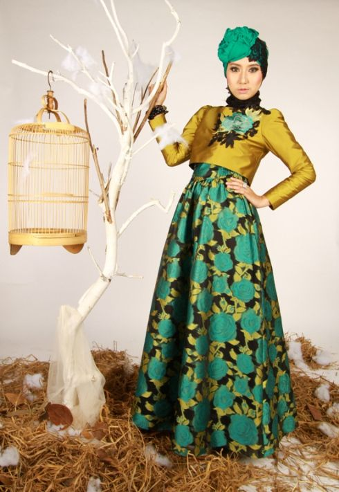 Dress & hijab for special occasions. The dress reminds me of a Korean hanbok. I like it. :)