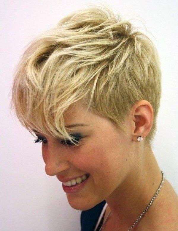 Schicke wellenförmige Haarschnitt