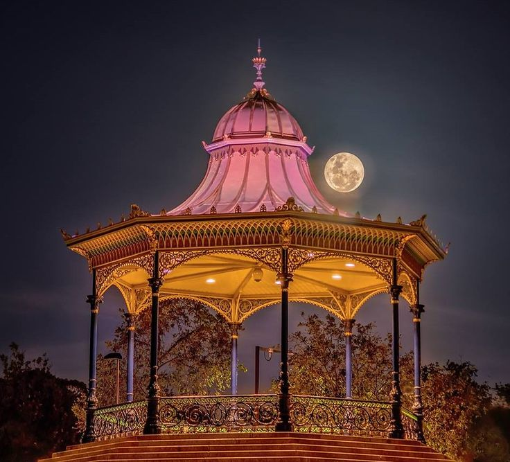 Amazing supermoon photo by Emma Fleetwood. Adelaide