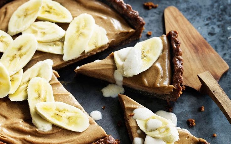 Calling all Banoffee Pie lovers! This rich, indulgent banana and maple pie is fully vegan and absolutely delicious!