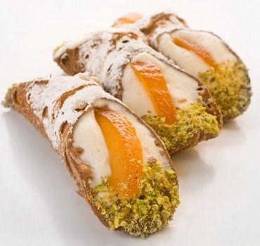 I cannoli siciliani, una ricetta antica e originale. …Beddi cannuola di…