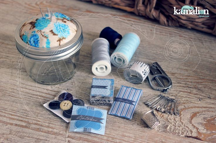 www.kamalion.com.mx - Mesa de Recuerdos / Giveaways / Detalles Personalizados / Vintage / Bautizo / It's a boy / Blue / Azul / Kit de Costura / Coser / Sewing Kit / Mason Jar.