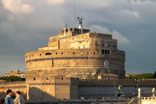 El Castillo De Sant Angelo De Roma Fortaleza Cárcel Museo Y Mirador Castillos Viajar A Italia Roma