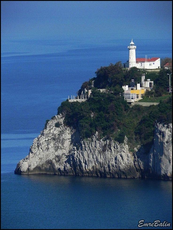 Zonguldak feneri/// 1908 yılında inşa edilmiş olan Zonguldak Feneri denizden yüksekliği 53 metre olan bir burunda yer alıyor.