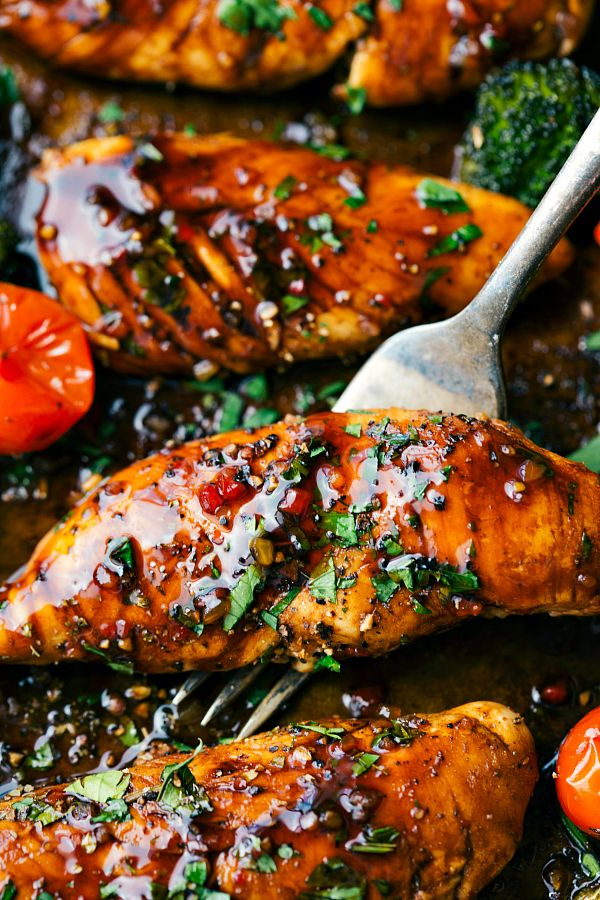 DELICIOUS Balsamic chicken and veggies made in one pan. Ten minute prep and twenty minute cooking time -- this meal is efficient, healthy, and simple to make!