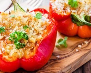 Poivrons farcis à la mozzarella, thon, amandes et parmesan Croq'Kilos : http://www.fourchette-et-bikini.fr/recettes/recettes-minceur/poivrons-farcis-la-mozzarella-thon-amandes-et-parmesan-croqkilos.html