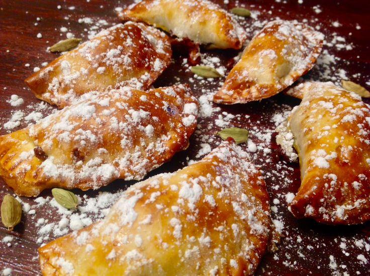 Empanadillas de boniato, fondant de chocolate y cardamomo