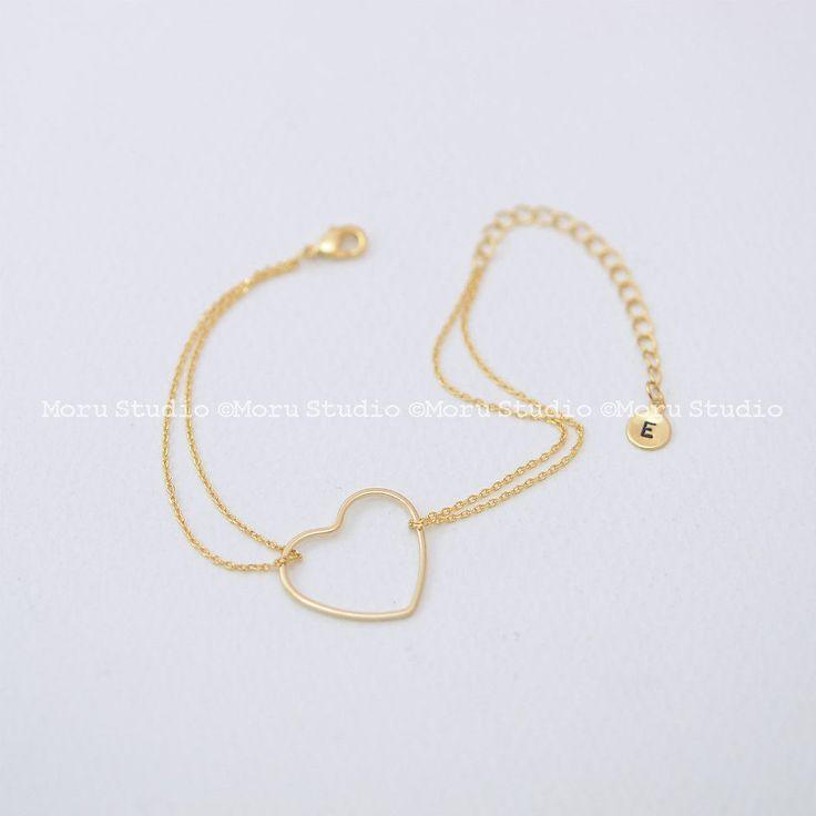 Initial Open Heart Bracelet/ Personalized Delicate Outline Heart, Bridesmaid Bracelet, Love Bracelet, Layering Bracelet , Wedding Gift 150 by MoruStudio on Etsy