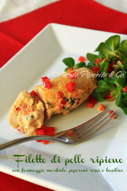 Filetto di pollo ripieno con formaggio cremoso, peperoni rossi e basilico