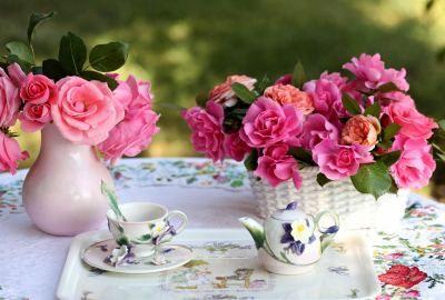 Roses-flowers-bouquets-vase-basket-table-service-tablecloth-tea-party
