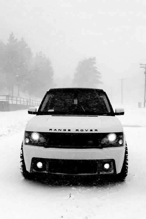 range rover in snow