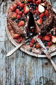Pratos e Travessas: Bolo de chocolate e morango # Chocolate and strawberry cake