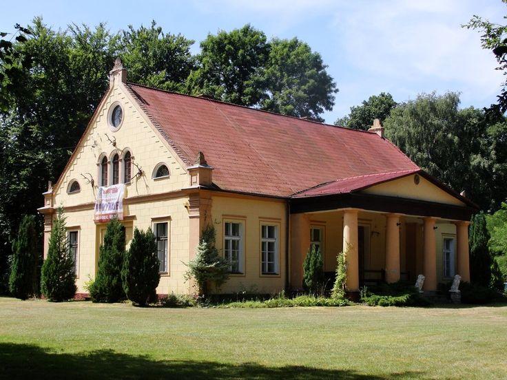 Dworek myśliwski w Kutopatnikach wybudowany w latach 1820 - 1830. Obecnie - własność prywatna.