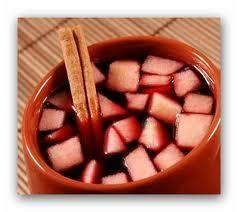 Como fazer quentão. O quentão é uma bebida típica brasileira, encontrada principalmente em festas juninas e quermesses. Pode ser feito tanto com vinho como com cachaça e se deixar ele ferver durante algum tempo, fazendo ...