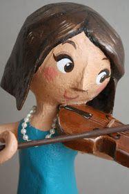 Amandadas: Violinista de papel maché para Andrea.